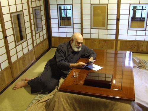 1 Reading in a Ryokan