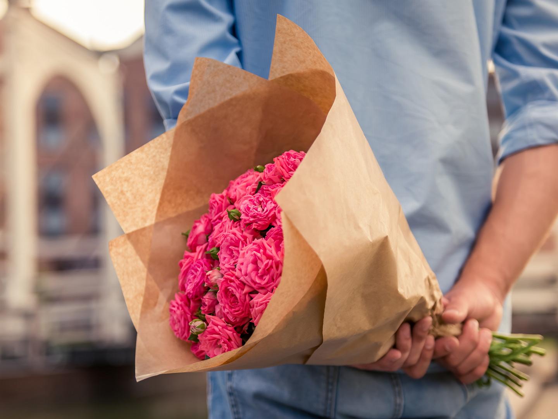 Цветы не в подарить девушке, подарок