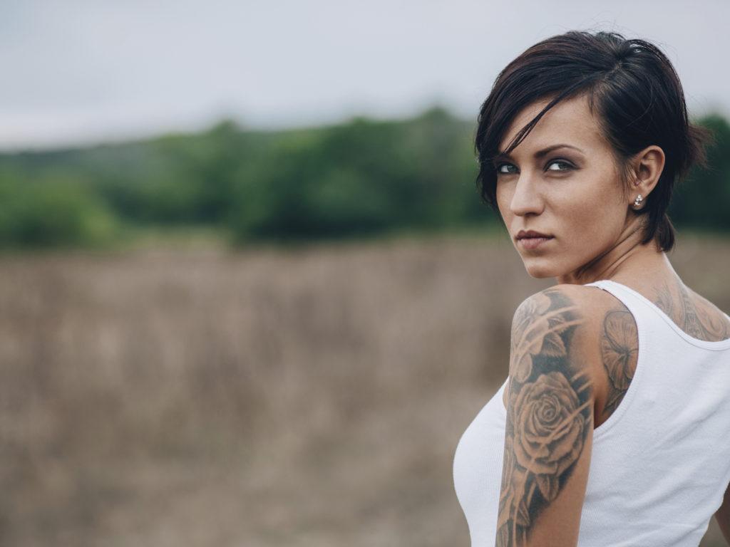 tattoo frau femme punk hair woman yellow tatouage tattoos skin turning mann damen zu tattooed body young tatuaggio avec person