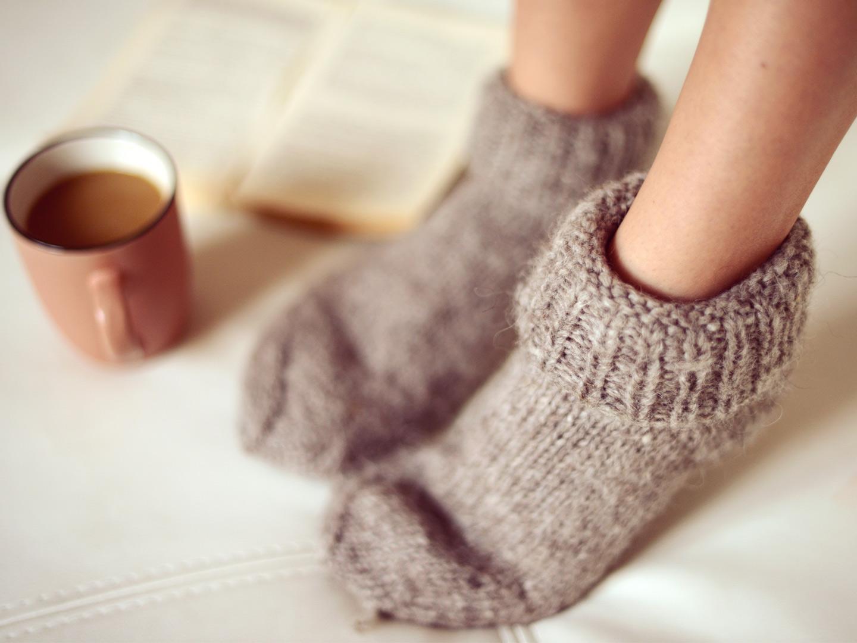 жаркий фото в носках шерстяных вытянутая