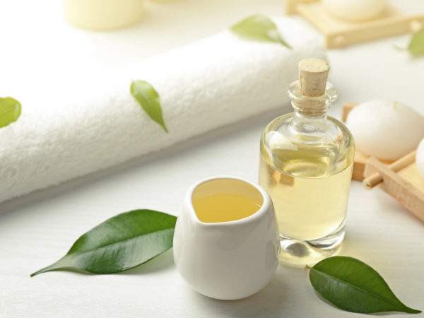 Tea Tree Oil   Guide To Essential Oils   Andrew Weil, M.D