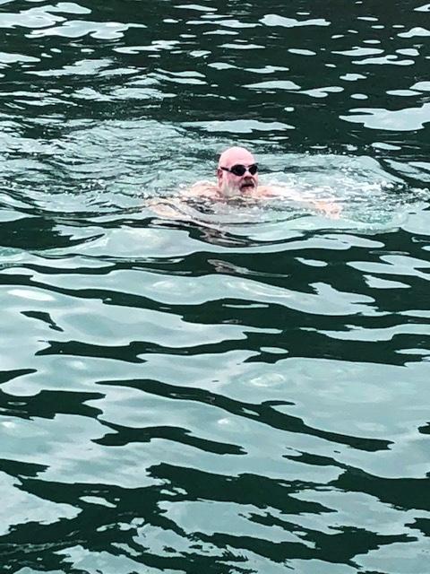 36 AW swimming in santorini 2_20181017